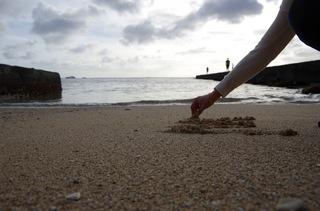 浜でお絵かき